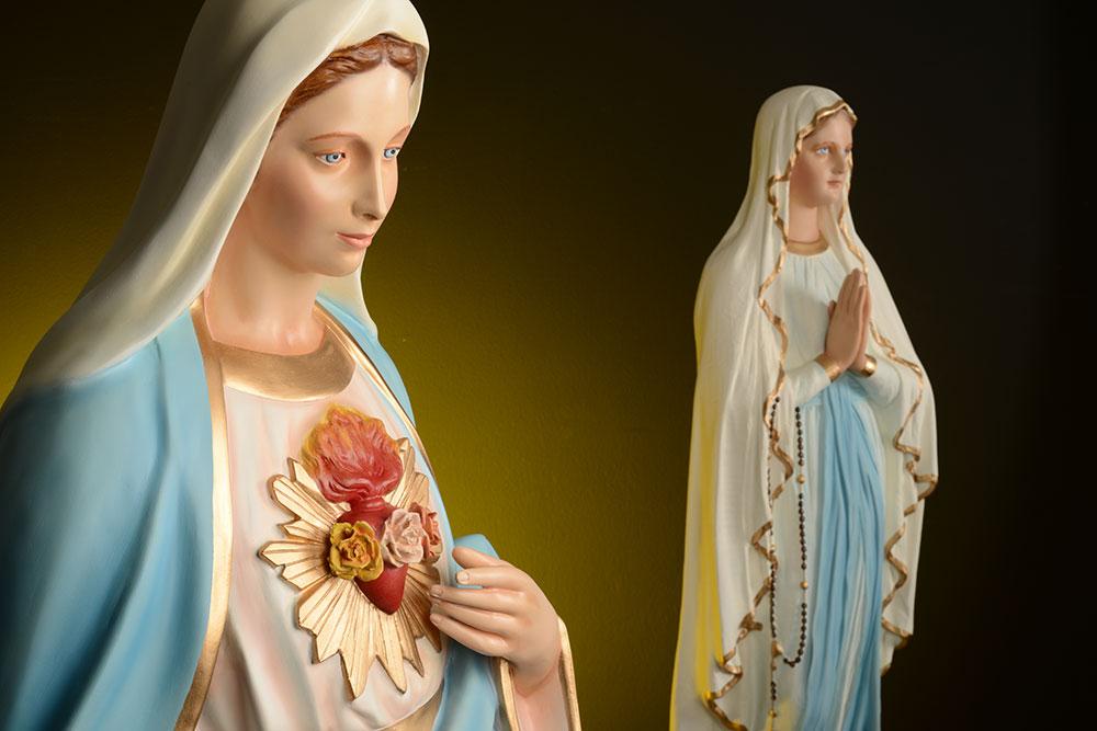Die statuen der Madonna